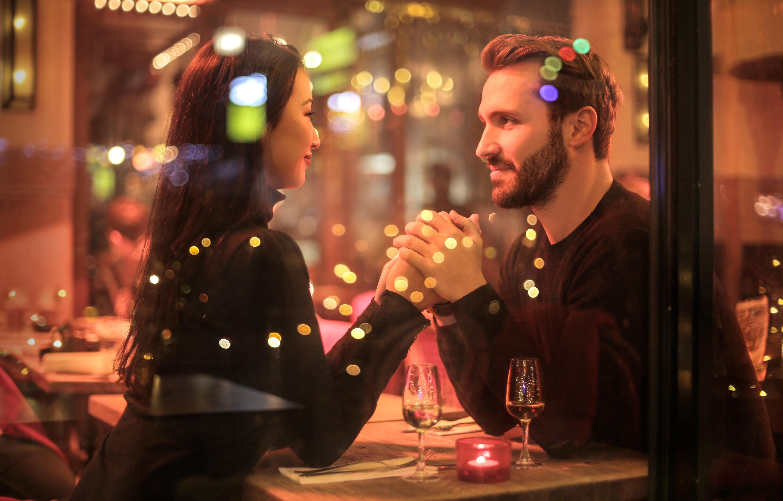 Hoe om te vertellen als je vriend is dating uw ex
